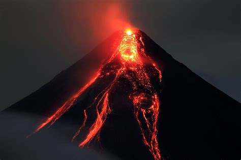Volcanos, earthquakes: Is the 'Ring of Fire' alight?   ABS