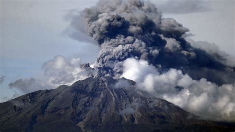 'Drumbeat' volcano earthquakes triggered by external noise