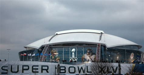 Dallas Cowboys: Cowboys' stadium officially out of running